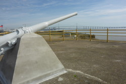 Roof of the bunker lock: Campbeltown's gun and view to the Loire bridge